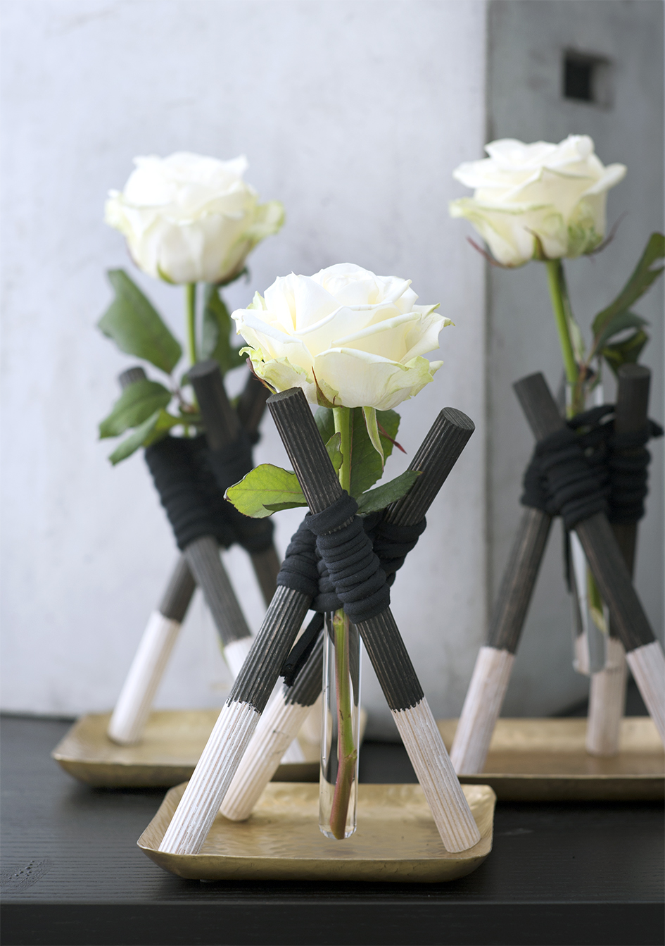 rose vases de luxe funny how flowers do that. Black Bedroom Furniture Sets. Home Design Ideas
